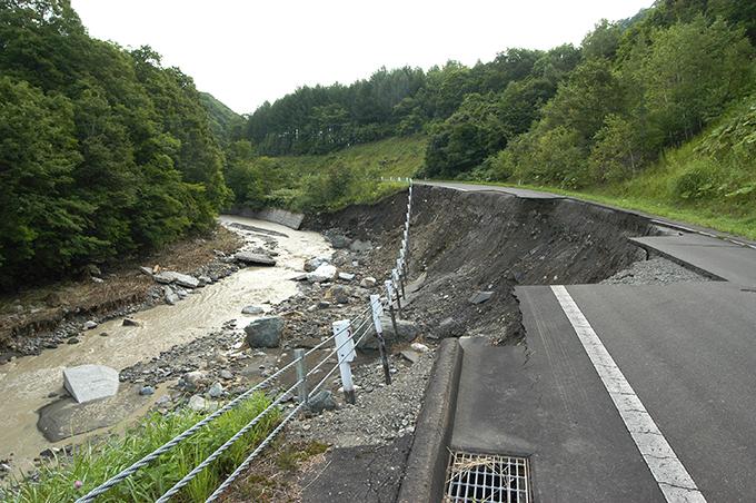 2003-08-14・加工済2・沙流川岡春部川・道路崩壊2003-08-14~15-B 076
