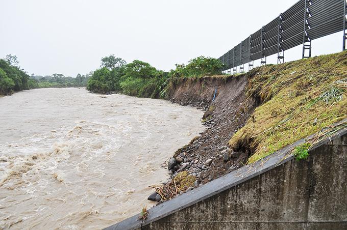 2010-08-12・加工済・砂蘭部川・町道崩壊・DSC_0297