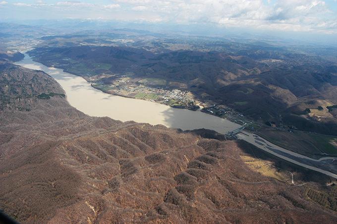 この写真は翌2004年05月01日に撮影したものだが、ダムはほぼ泥で埋まり、治水能力が著しく失われたと言ってよいだろう。