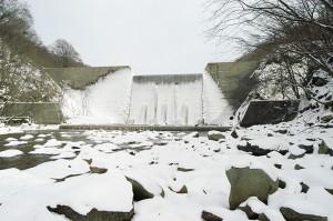 巨大な「見市川砂防ダム」が立ちはだかる。2007年3月9日