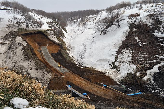 三泊二股川は小さな川で日本海へ注いでいる。2012年03月25日