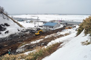 三泊二股川は小さな川で日本海へ注いでいる。左手が留萌方向である。2012年03月25日