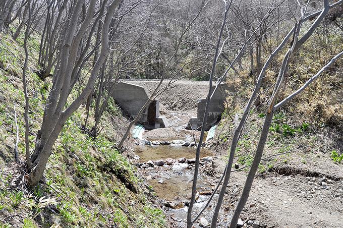 支流の下の治山ダムもスリット化された。2013年5月2日