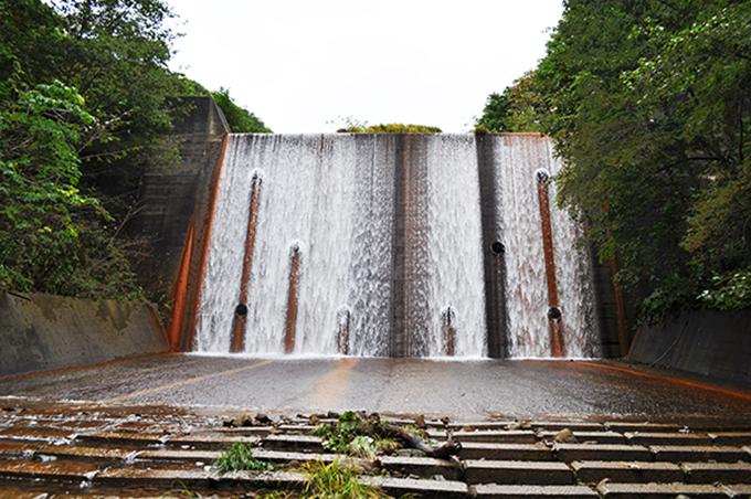 堤高14m、堤長62mの3号砂防ダムである。