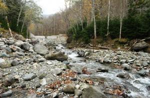ピリカベツ川の治山ダムはスリット化されたが…間口が狭い。果たして効果はあるのだろうか…?撮影:2009年10月31日