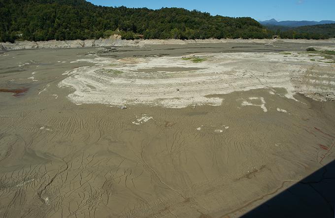 2006-09-25・加工済・穂別ダム・水抜き・泥とヘドロ・水質劣化の姿 026