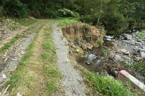 少し下流でも林道が崩壊した。