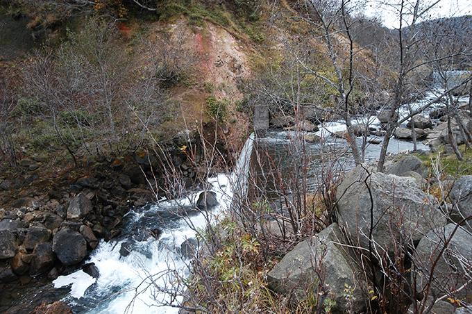 治山ダムのすぐ下にも治山ダムが…