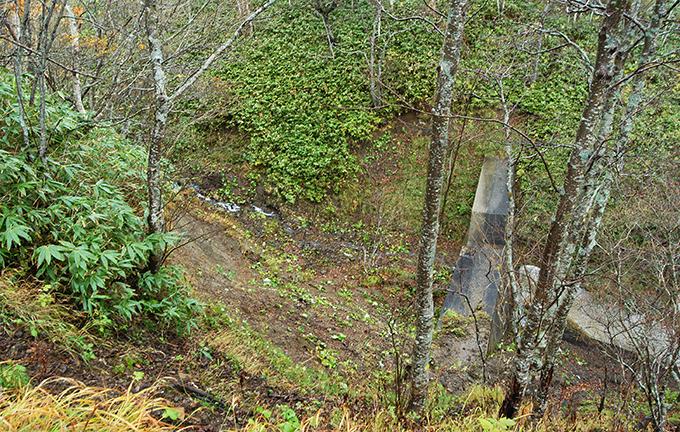 小さな川からの砂利の供給もこうして断たれてしまうので、川はますます砂利不足となっていく。