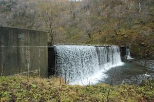 大きな治山ダムだ。