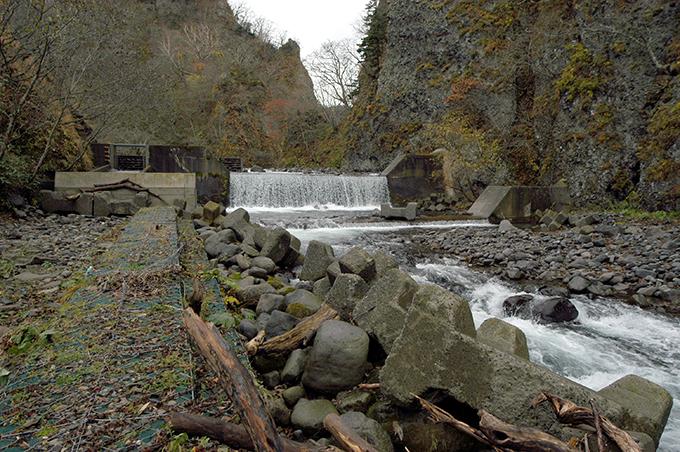 主ダム+副ダムの二段構えの上流の治山ダム。