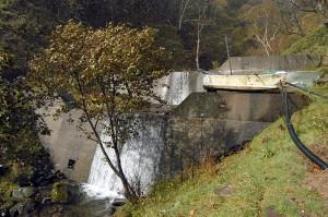 2基、連続して設置されている治山ダム。本当に必要なのだろうか…?