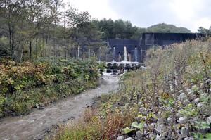 2010-10-10・加工済・遊楽部川・上八雲・ポンセイヨウベツ川・巨大砂防ダム・DSC_0054