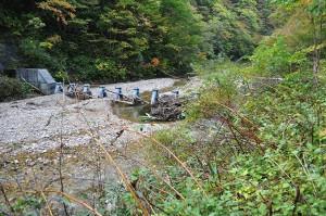 2011-10-16・加工済・八木川・鋼鉄製アングルスリットダム・DSC_0062