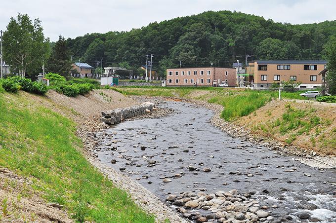 川幅が広げられた。