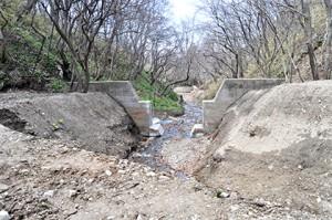 2013-05-02・加工済・良瑠石川・支流・上の治山ダム・DSC_0205