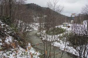 上流には「有明ダム」があった。