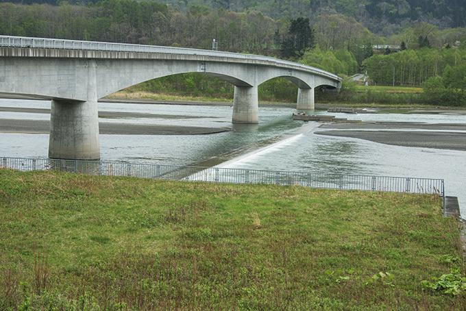 2014-05-13・加工済・沙流川・二風谷ダム流入部の貯砂ダム・DSC_0139