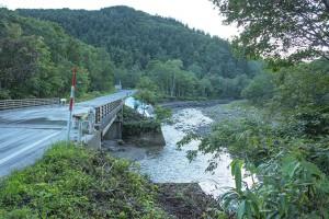 2014-09-20・加工済・茂辺地川・河岸崩壊・KAZ_0174