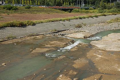 2014-09-30・加工済・豊平川・五輪橋の下流側・露盤化・KAZ_0435