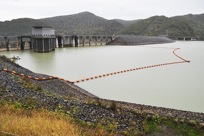 忠別ダムの湛水域・このダムが決壊したらどうなるのだろうかということを常に考えていただきたい。