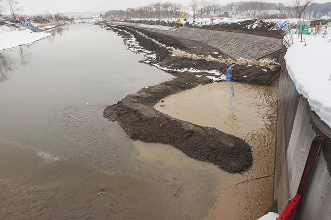 濁水処理が義務づけられているのに…現場の監督・指導が徹底されていないから、このようなことが見過ごされているのです。