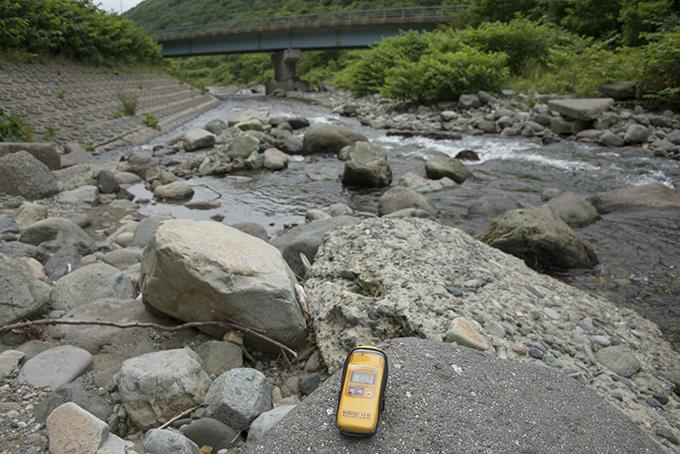 2015-07-06・加工済・須築川・国道橋付近・産廃の無いところ・0.09マイクロシーベルト・KAZ_0046
