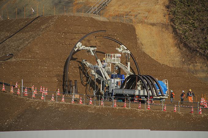 とうとうトンネルの型枠が設置はじめられていた。
