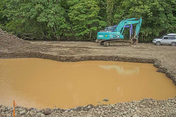 2016-08-29・加工済・砂蘭部川2号砂防ダム堆砂域で砂利採取・酷い濁り水・KAZ_0026