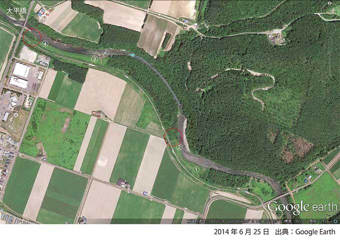 2014年6月25日のGoogle Earthの写真・①と②及び③と④の箇所には河畔林が無い。2007年6月12日の護岸工事の際に、河畔林を伐り払った箇所だ。